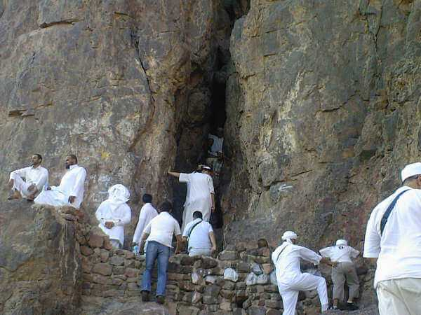Uhud Dağında Peygamberimizin Sığındığı Mağara